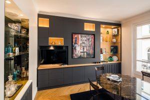 Bibliotheque meuble noir avec niches bois chêne clair