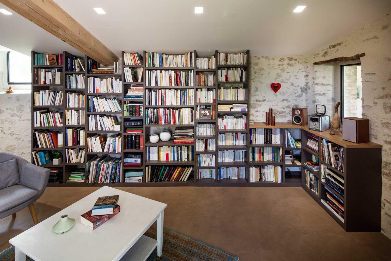 grande biblioh que couleur taupe et ch ne compagnie des ateliers. Black Bedroom Furniture Sets. Home Design Ideas
