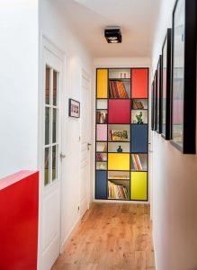 Bibliothèque style Mondrian fabriquée sur-mesure