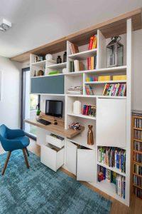 Bureau dans une bibliothèque sur-mesure celadon