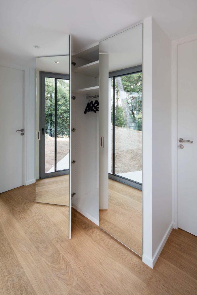 placard dressing sur mesure invisible avec portes miroirs. Black Bedroom Furniture Sets. Home Design Ideas