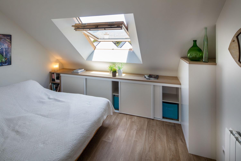 placard coulissant sous pente sur mesure compagnie des. Black Bedroom Furniture Sets. Home Design Ideas