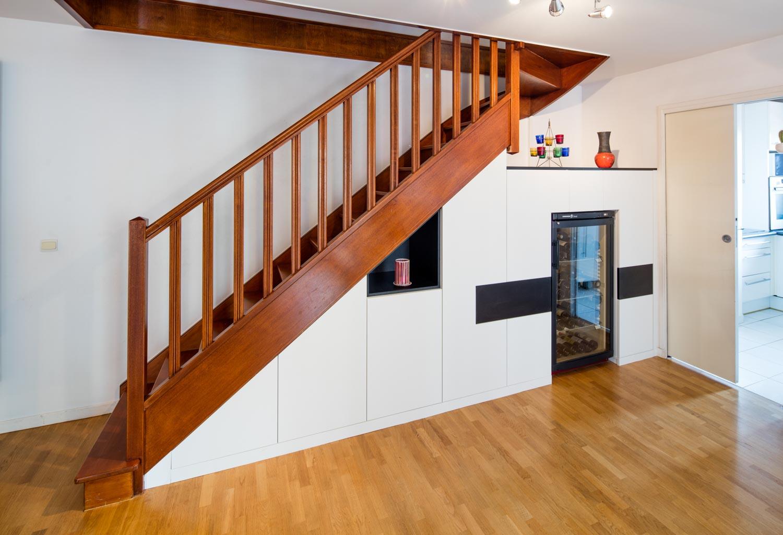 Escalier En Bois Avec Rangement placards sur-mesure sous un grand escalier -compagnie des