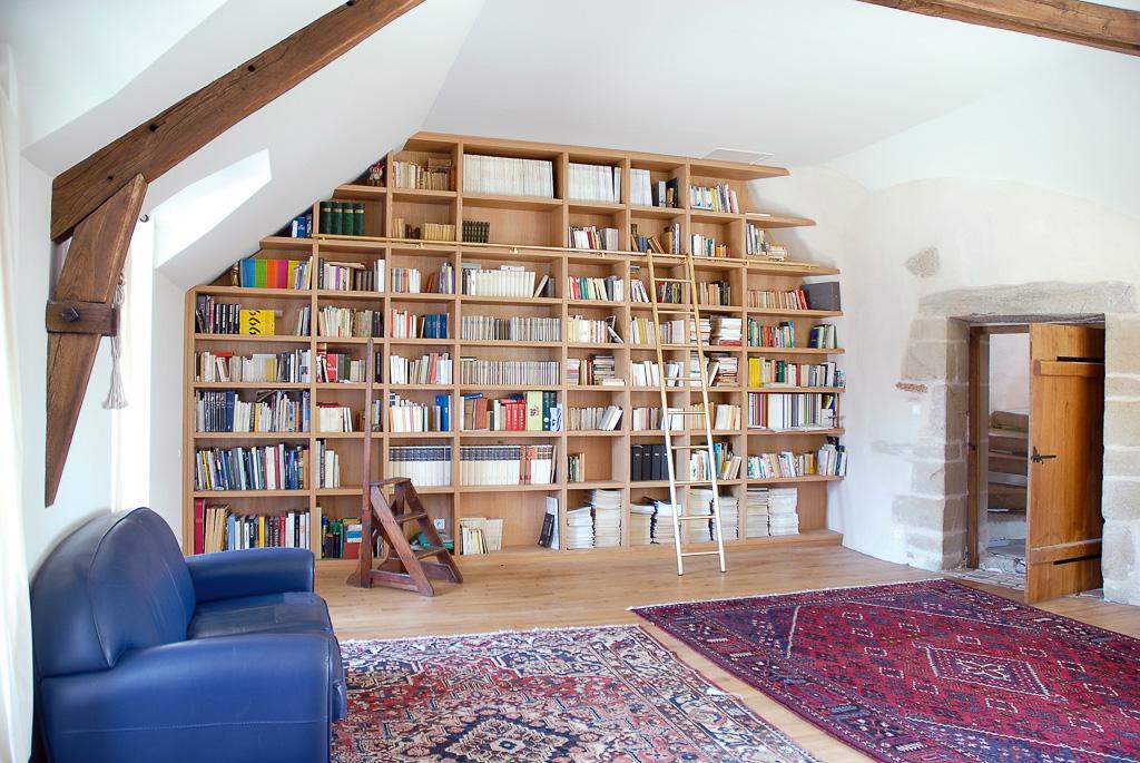 biblioth que monumentale sous pente compagnie des ateliers. Black Bedroom Furniture Sets. Home Design Ideas