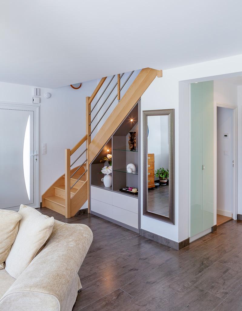 Ajouter Une Étagère Dans Un Placard placards et étagères en verre sous escalier -compagnie des