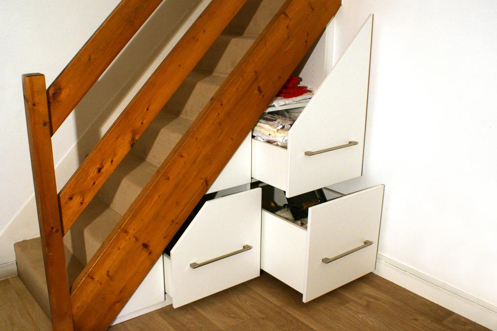 grands placards tiroirs coulissants sous escalier. Black Bedroom Furniture Sets. Home Design Ideas