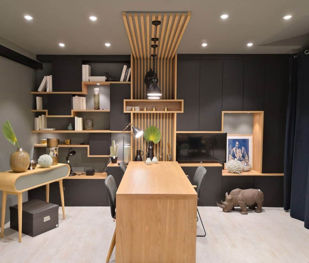 Tasseaux en bois pour ce meuble sur mesure de bureau et rangements - Placard mural sur mesure ...