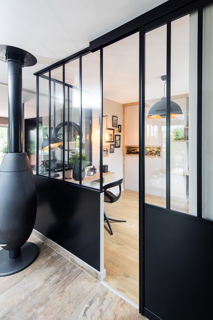 Verrière atelier sur-mesure en aluminium noir - vue de droite, ouverte