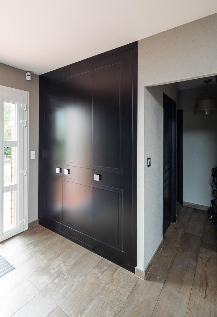 Portes en médium avec laque noire satine - version placard fermé