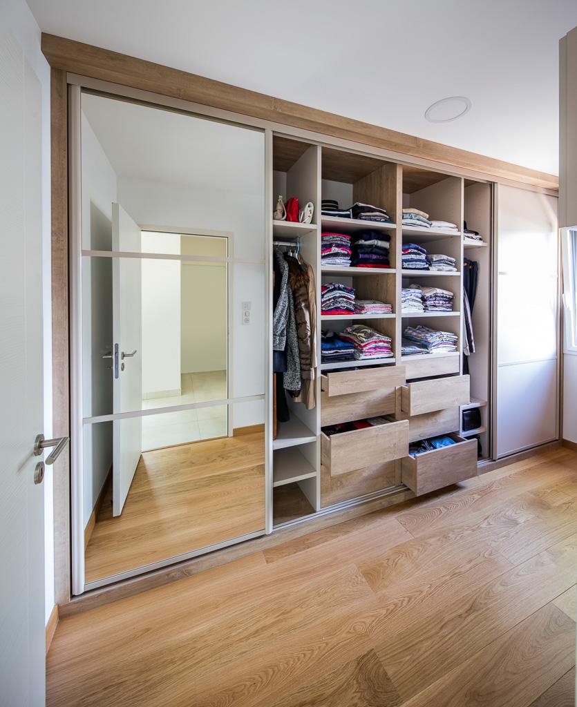 Placard Dressing Portes miroirs avec tiroirs ouverts