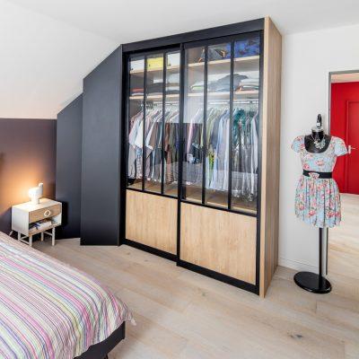 Dressing avec portes de placard style atelier - vue portes fermées