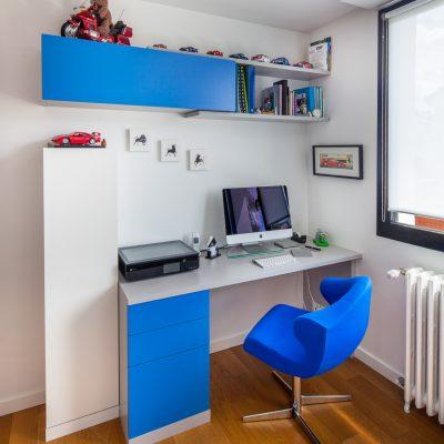 Bureau de chambre gris et bleu