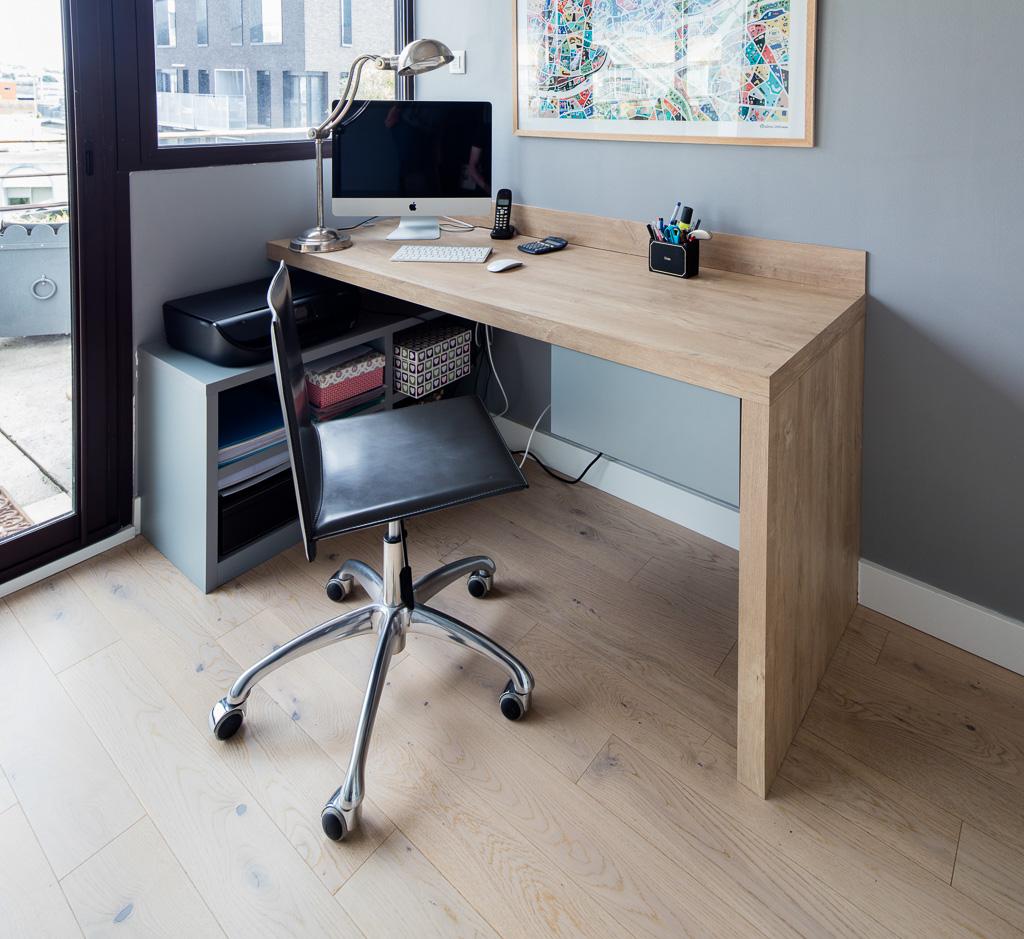 Grand bureau en bois clair