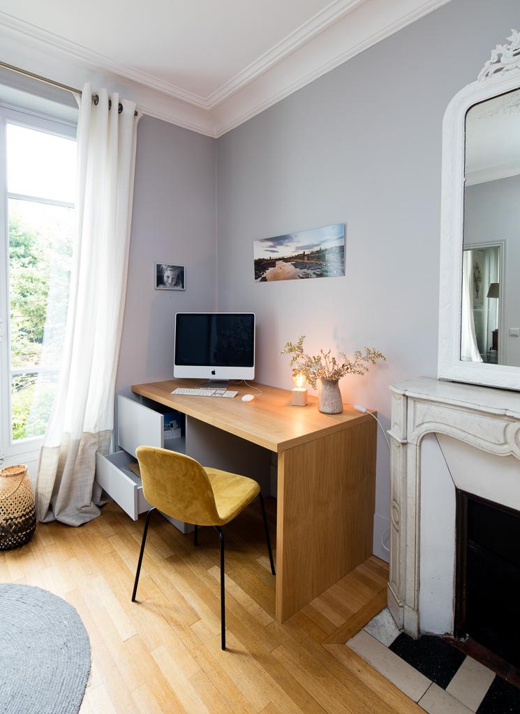 bureau avec 2 tiroirs en placage et mélaminé gris - version ouverte