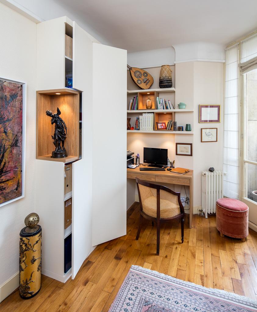 Bureau en bois et placard avec niche -version ouverte