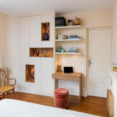 Chambre avec bureau et placard sur-mesure -version fermée