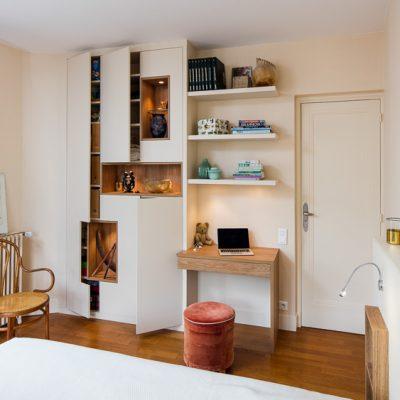 Chambre avec bureau et placard sur-mesure -version ouverte