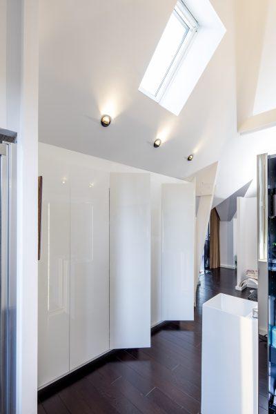 Placard blancs de salle de bain -version ouverte