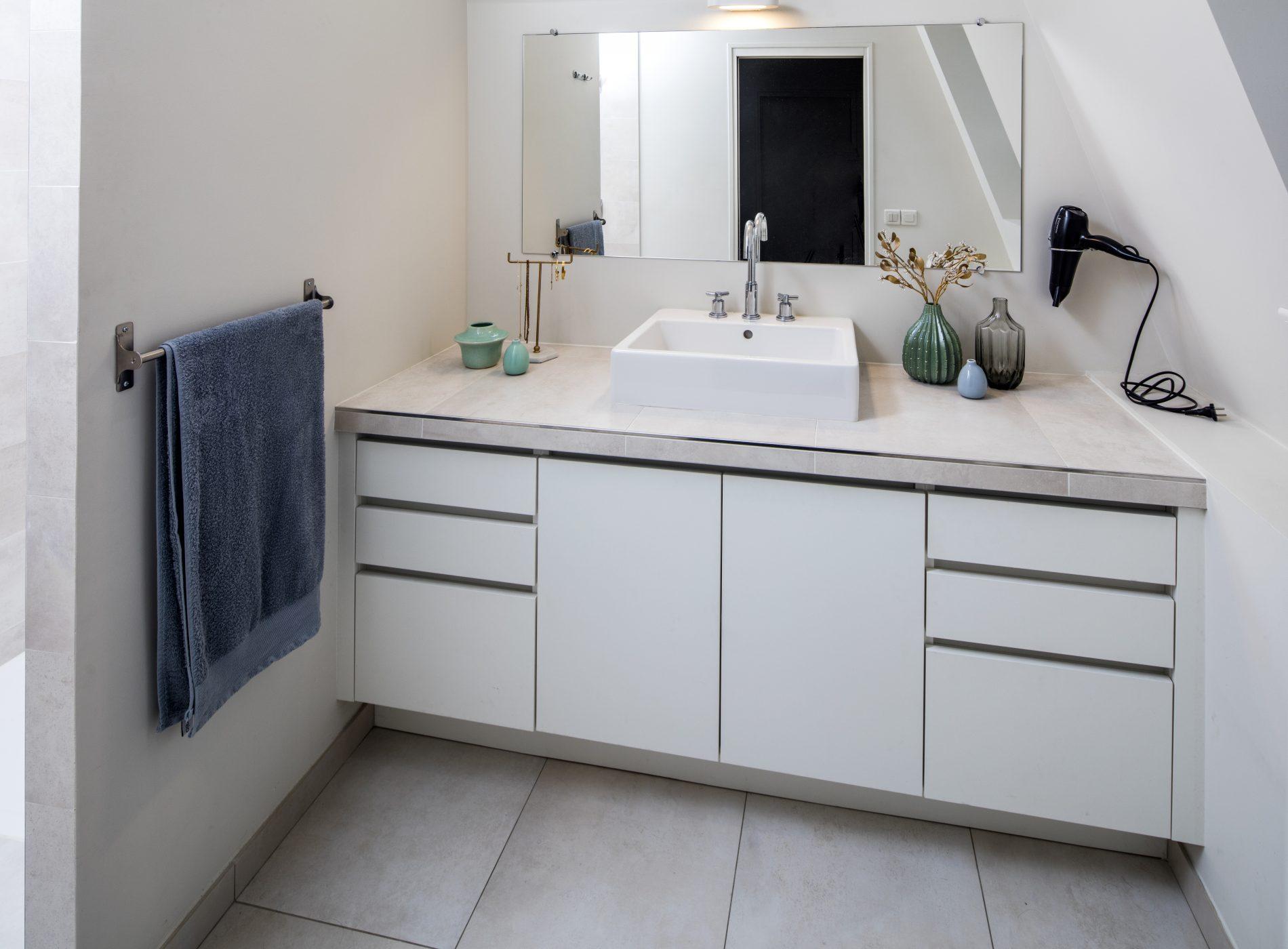 Meuble de salle de bain sur-mesure -version fermée