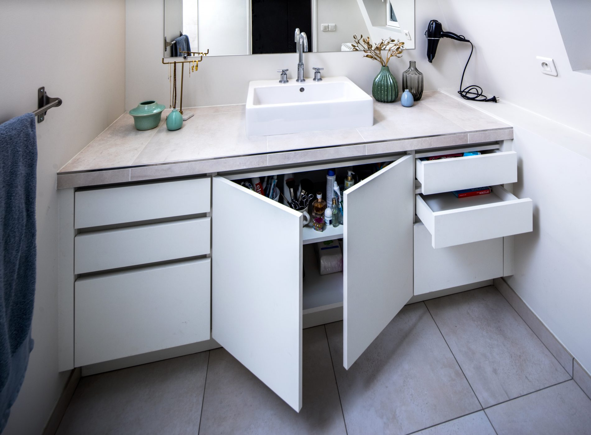 Meuble de salle de bain sur-mesure -version ouverte