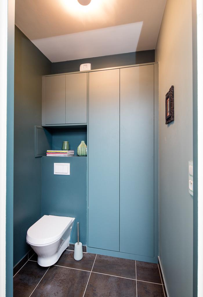 Placards bleu de toilette -version fermée