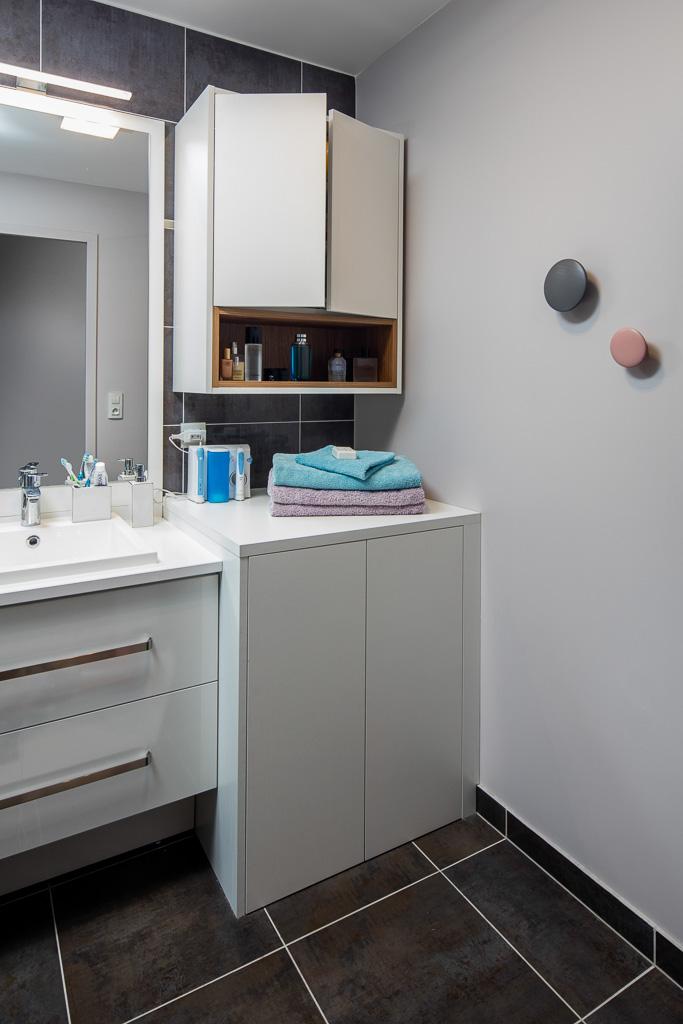 Placards blanc de salle de bain -version fermée