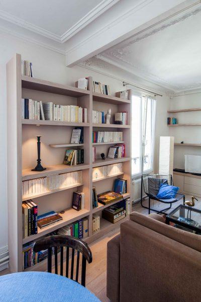 Deux bibliothèques en bois clair