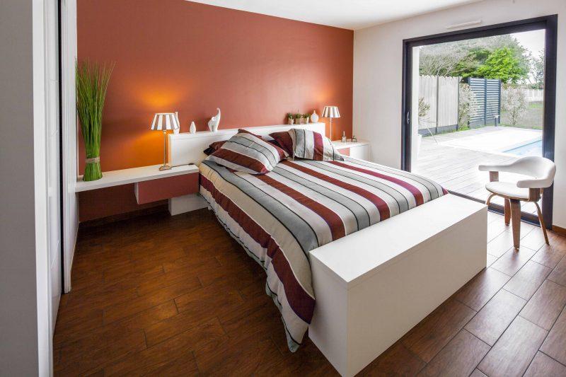 Tête de lit et table de chevet sur-mesure