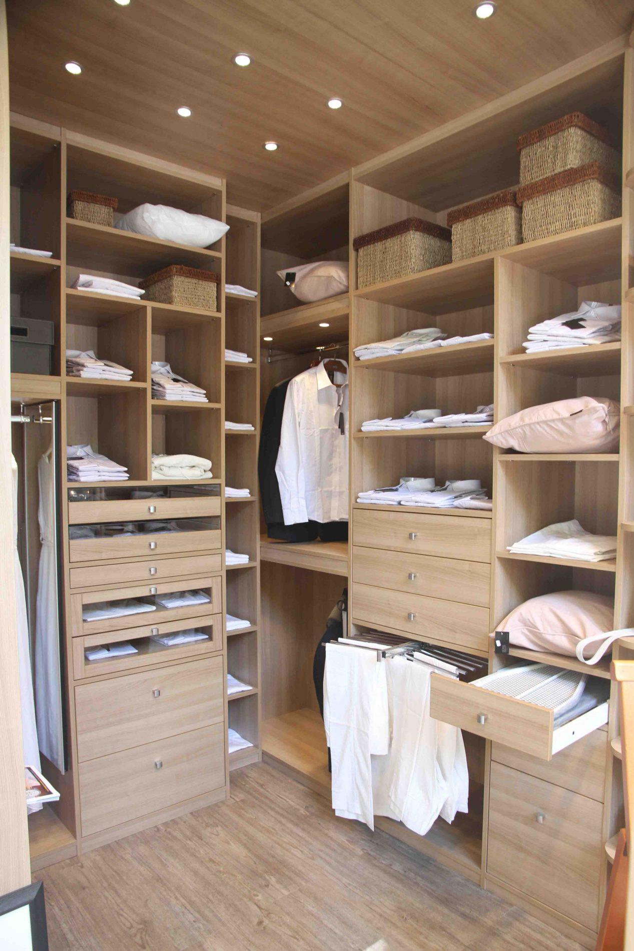 Dressing tout en bois clair sur-mesure