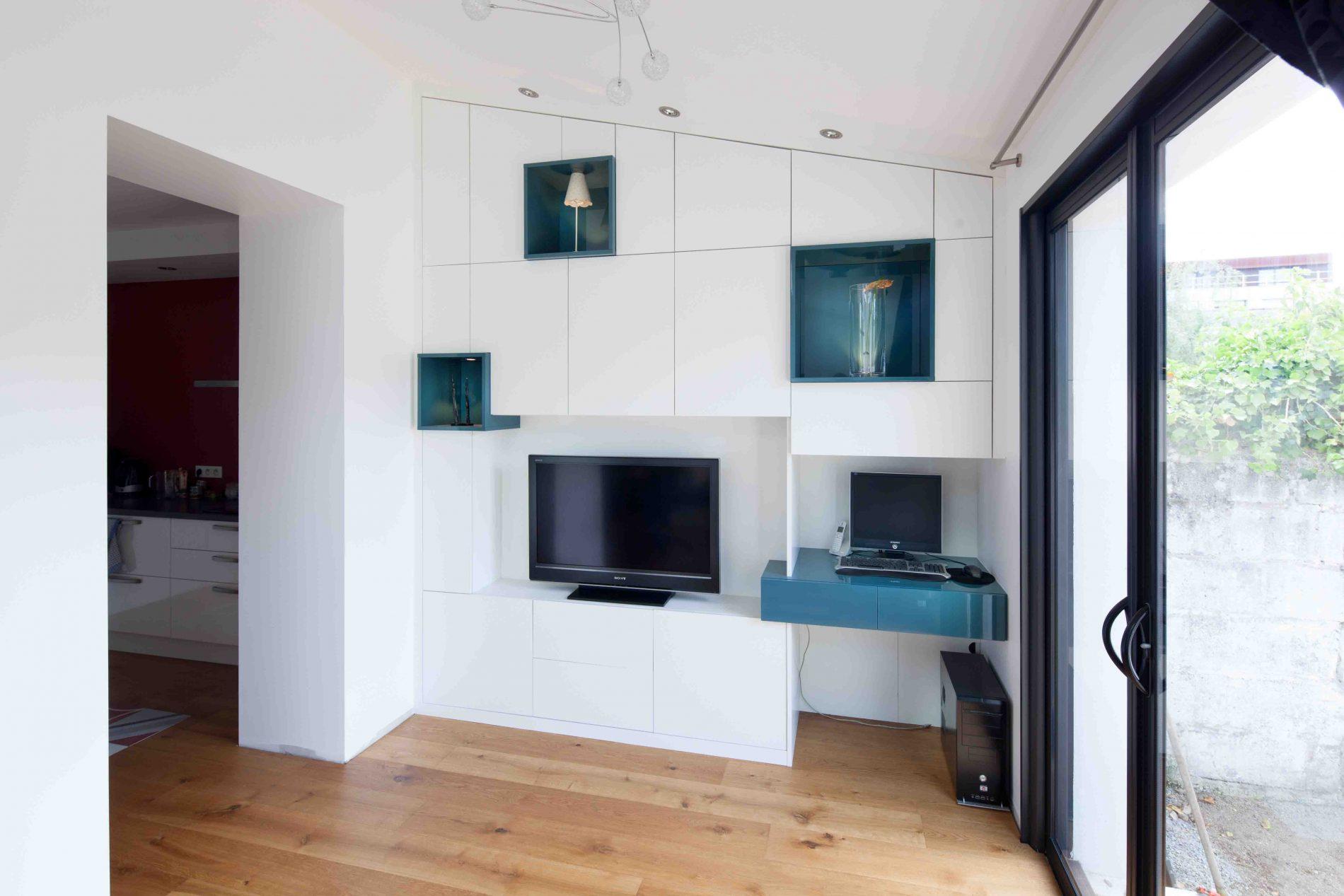 Meuble TV blanc et bleu canard