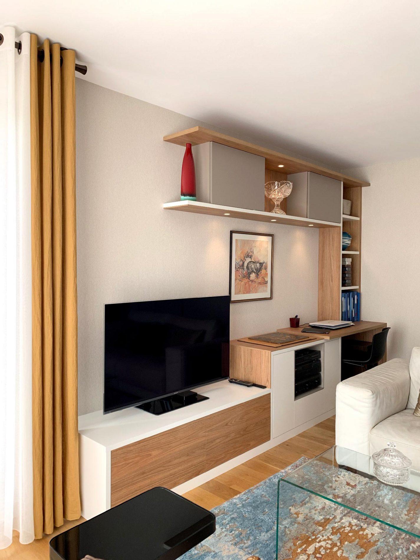 Meuble TV avec rangements suspendus
