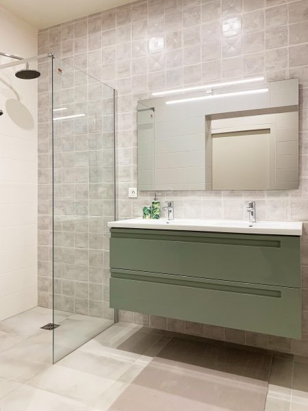 Salle de bain sur-mesure vert menthe