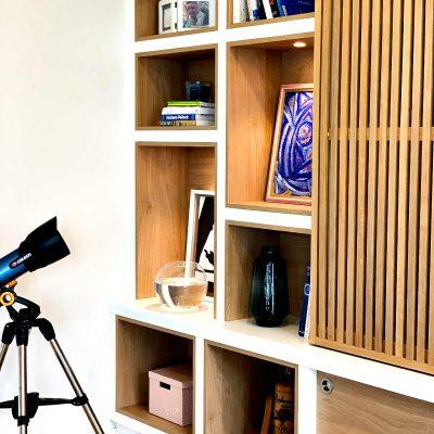 Meuble TV portes coulissantes avec tasseaux - détail côté gauche