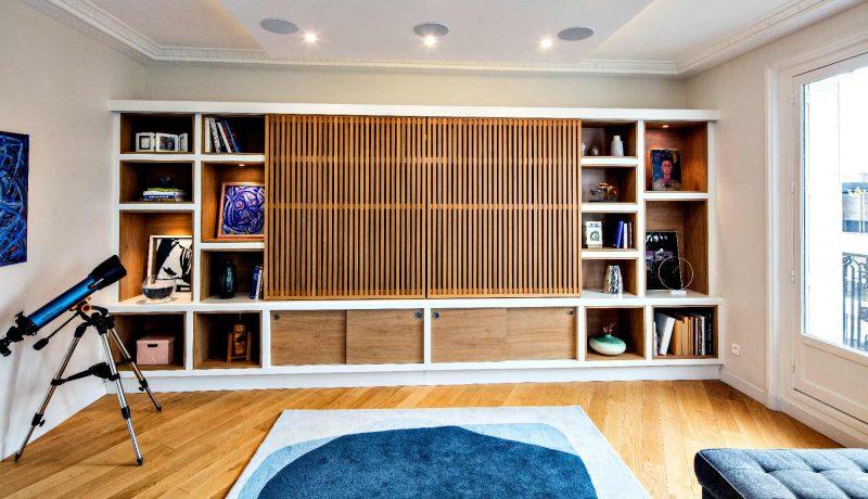 Meuble TV portes coulissantes avec tasseaux - vue de face fermée