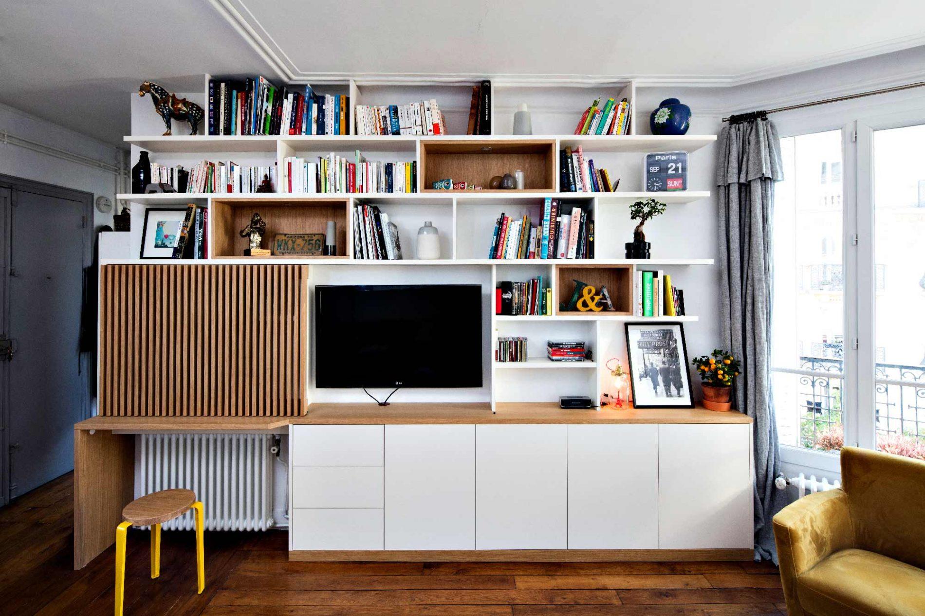 Bibliothèque Meuble TV avec bureau et portes coulissantes avec tasseaux en bois - vue de face ouverte