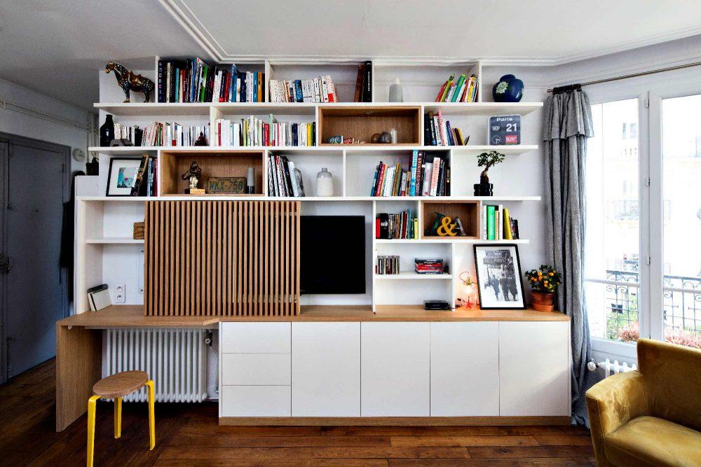Bibliothèque Meuble TV avec bureau et portes coulissantes avec tasseaux en bois - vue de face semi ouverte