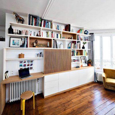Bibliothèque Meuble TV avec bureau et portes coulissantes avec tasseaux en bois - vue de gauche