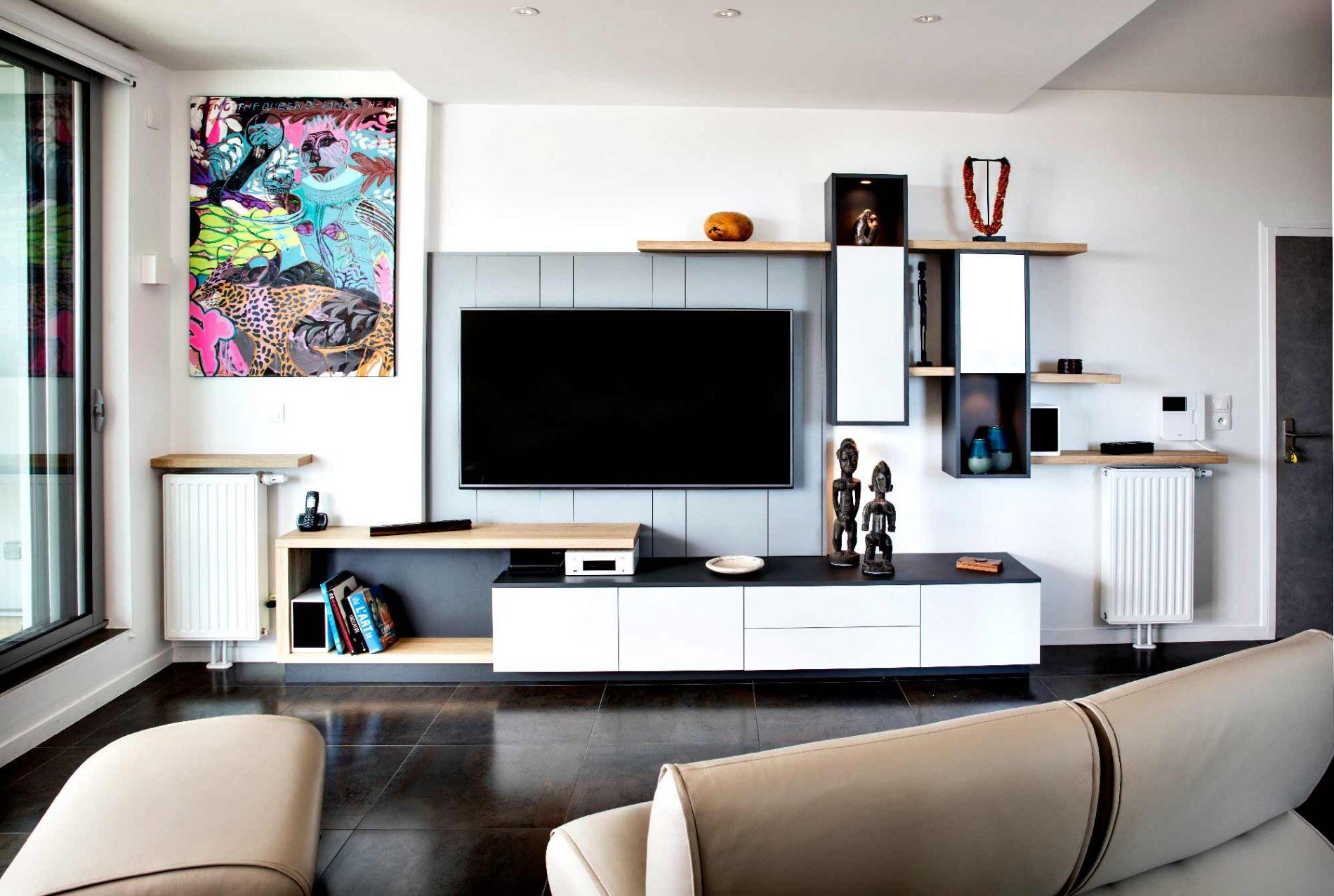 Meuble Tv Avec Cache Fils meuble tv sur-mesure design et déstructuré en lambris gris.