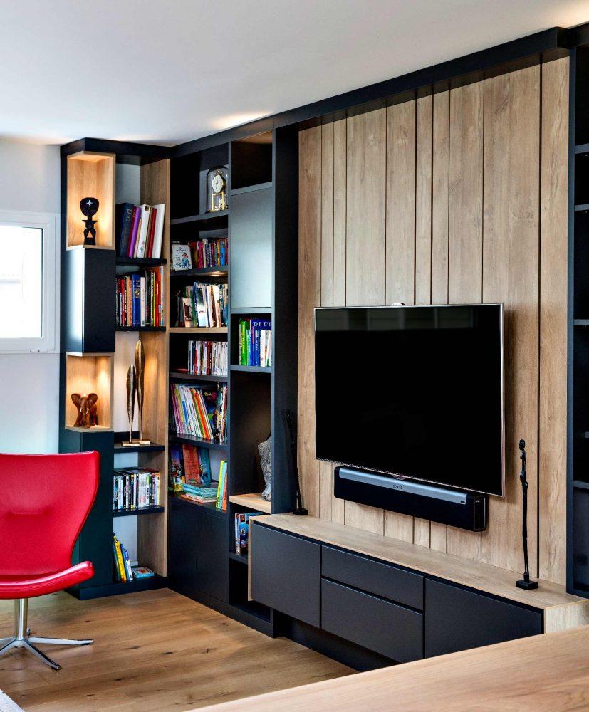 Bibliothèque TV gris lambris effet bois clair - détail côté gauche