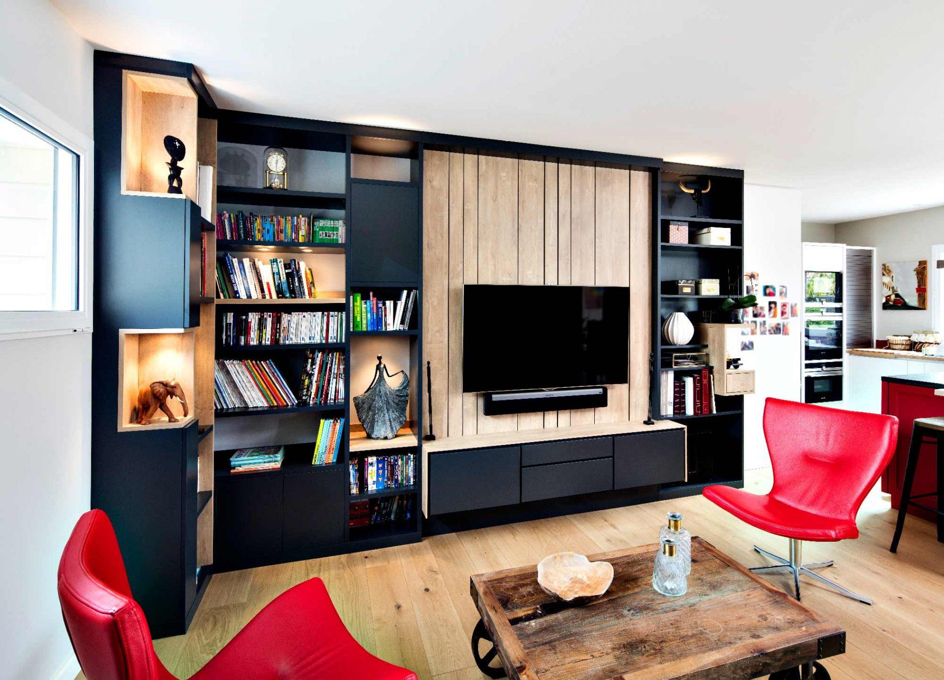 Meuble Tv Avec Bibliothèque meuble tv sur-mesure en lambris effet bois clair avec