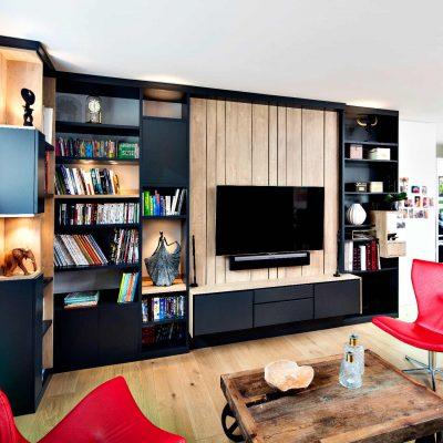 Bibliothèque TV gris lambris effet bois clair - vue de gauche