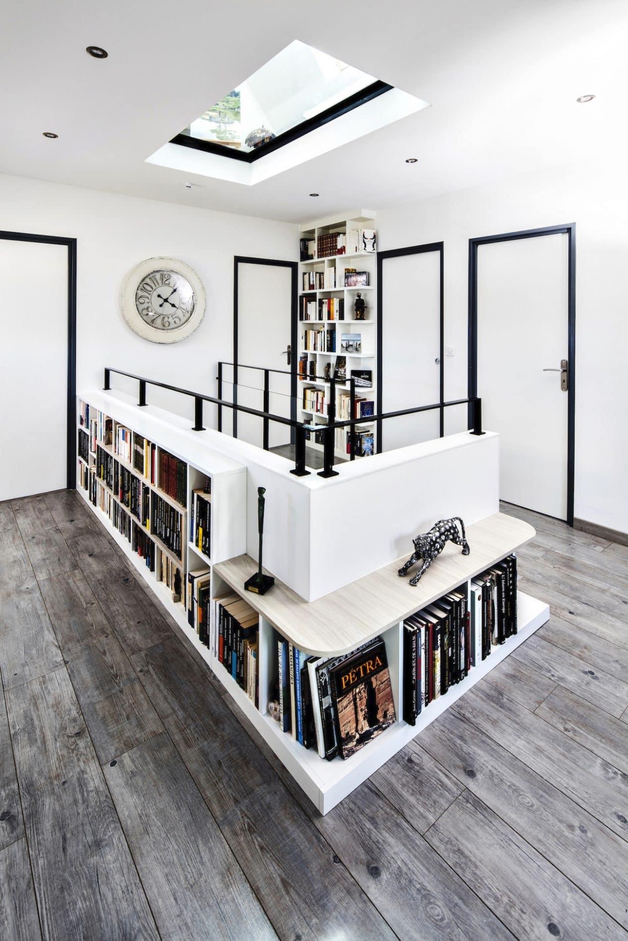 bibliothèque blanche en angle
