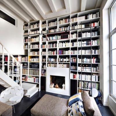 bibliothèque blanche sur-mesure vue de côté