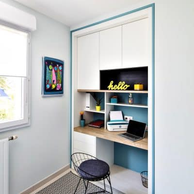 bureau blanc et et bois clair déstructuré