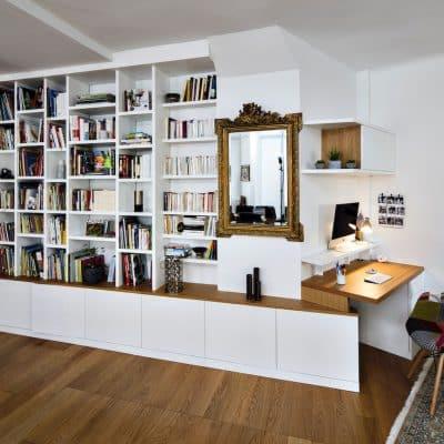 bureau blanc et camel avec bibliothèque assortie