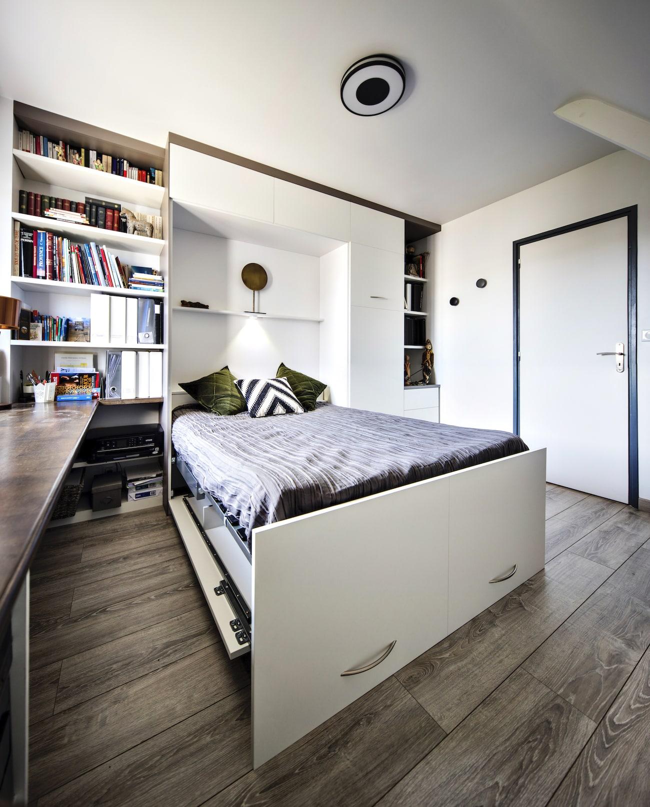 lit rabattable blanc avec rangements vue ouverte