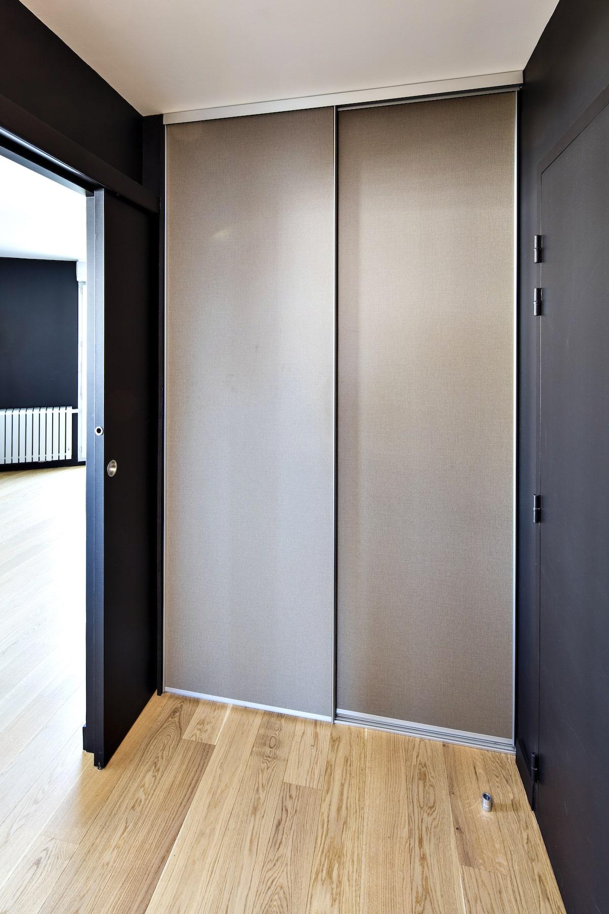 placard dressing portes coulissantes couleur taupe