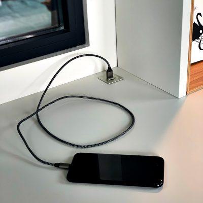 focus sur accessoire chargement USB