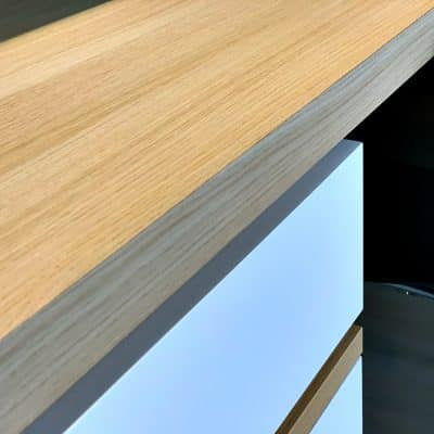 bureau avec plan de travail en placage chêne