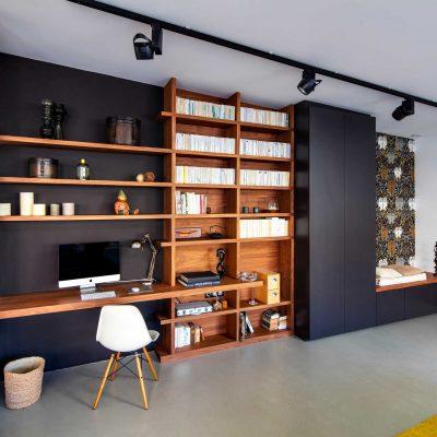 Bibliothèque et bureau assortis en chêne et de couleur noir